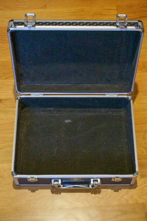 Koffer Innereien und Samt entfernen